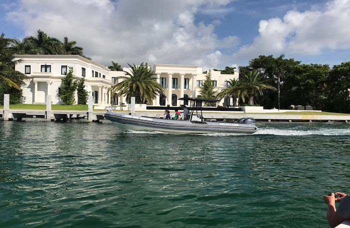 Star island boat cruise to see celebrity mansions and millionaires row.
